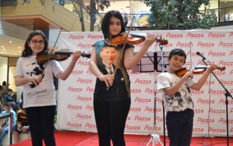 Atatürk Çocuklarından Keman Dinletisi