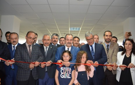 Başbakan Yardımcısı Kaynak, KSÜ'de Sergi Açılışına Katıldı