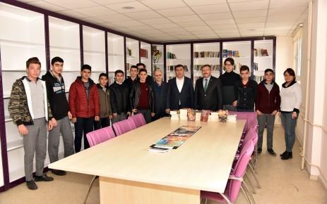 Başkan Aydın'dan İHL'ye Kitap Yardımı