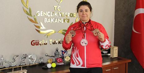 Melike Günal Avrupa'dan 3 Bronz Madalyayla Döndü