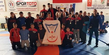 Özel Necip Fazıl Temel Lisesi Yine Şampiyon
