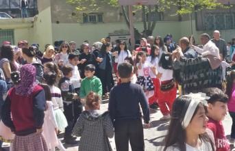 İstiklal İlkokulu 23 Nisan'ı Mahalleliyle Coşkuyla Kutladı
