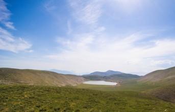 Ahir Dağı'nda Zirvesindeki Karagöl Havadan Görüntülendi