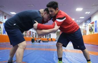 Babasının İzinden Dünya Şampiyonluğuna Koşuyor