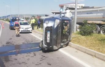Hafif Ticari Araç Devrildi: 1 Ölü 3 Yaralı