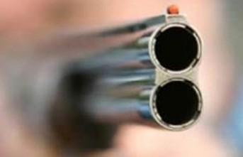 Birlikte Alkol Aldığı 2 Kişiyi Av Tüfeğiyle Vurdu
