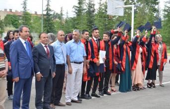 İstiklal Üniversitesinde Mezuniyet Sevinci
