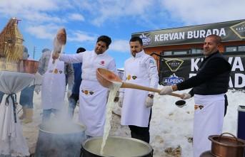 Kervan-Alpedo, Yedikuyular'da Vatandaşlara Dondurma İkram Etti