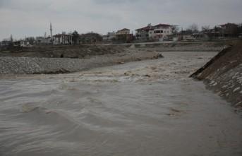 Ceyhan Nehri Taştı, Yakınındaki Evler Boşaltıldı