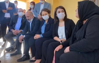 CHP Heyetinden Zeynep Şenpınar'ın Ailesine Taziye Ziyareti
