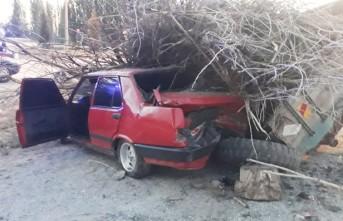 Kahramanmaraş'ta Otomobil Traktör Römorkuna Çarptı, 3 Yaralı