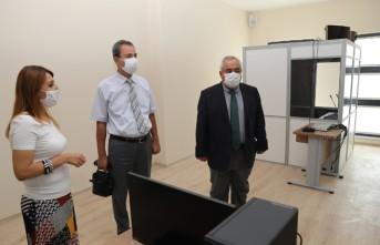 Rektör Özgül, İnsan ve Toplum Bilimleri Fakültesi'nde İncelemelerde Bulundu