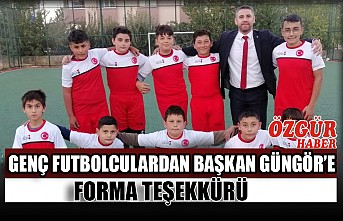 Genç Futbolculardan Başkan Güngör'e Forma Teşekkürü