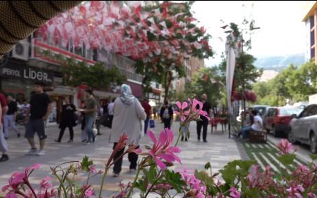 Trabzon Caddesi'ne İnsan Seli