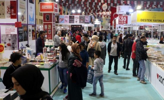 5. Uluslararası Kitap ve Kültür Fuarı'nı 250 Bin Kişi Ziyaret Etti