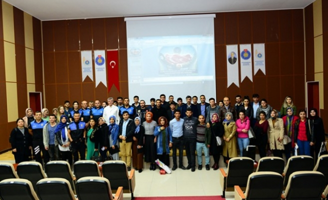 Kahramanmaraş Emniyeti KSÜ'de Gençlerin Suça Yöneliminin Engellenmesi Konferansı Verdi