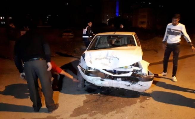 Kardeşlerin Kullandığı Otomobiller Çarpıştı: 9 Yaralı