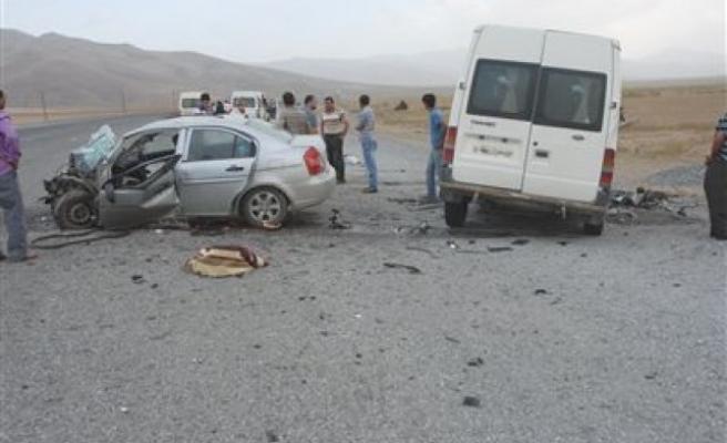 Türkoğlu'nda Trafik Kazası: 1 Ölü, 3 Yaralı