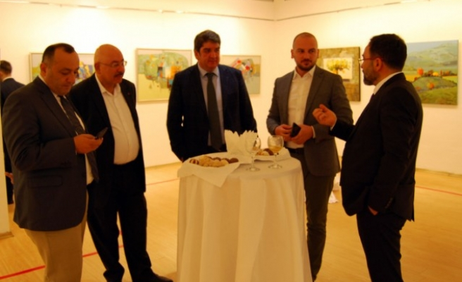 Azerbaycanlı Ressam Prof. Dr. Enveroğlu'nun Sergisi