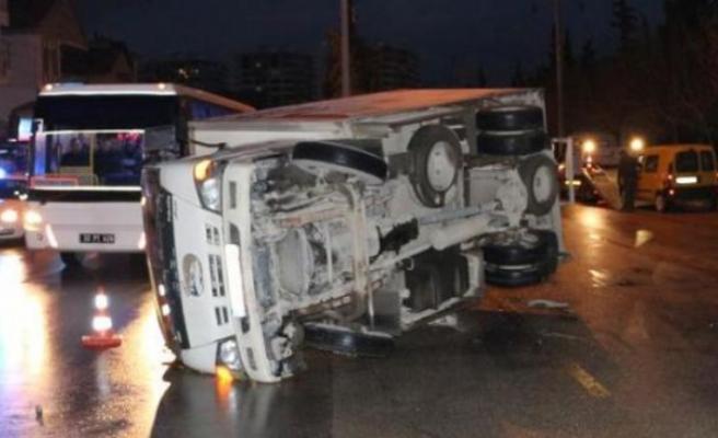 Elbistan'da Otomobil İle Kamyonet Çarpıştı: 6 Yaralı