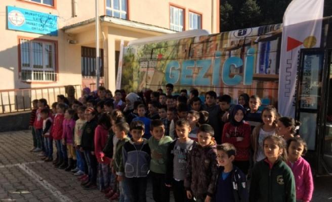 Gezici Halk Kütüphanesi Çakıroğlu'nda