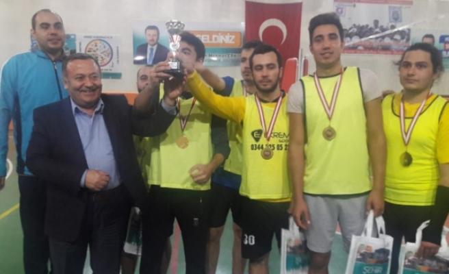 Voleybolda Şampiyon: Necip Fazıl Halk Kütüphanesi