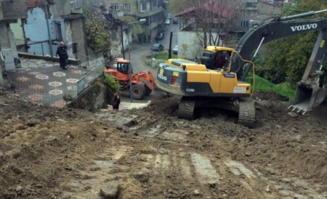 Büyükşehir Yol Yapım Çalışmalarına Devam Ediyor