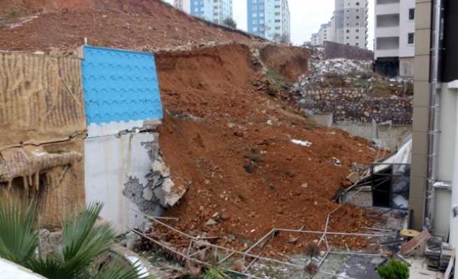 Apartmanın İstinat Duvarı Çöktü