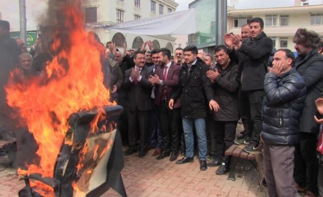 Elbistan'da Seçimi Kazanan Gürbüz Makam Koltuğunu Yaktı