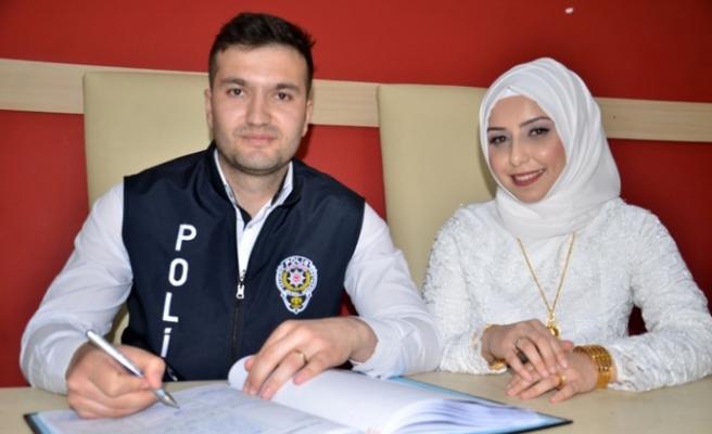 """Polis Memuru, Polis Günü'nde Mutluluğa """"Evet"""" Dedi"""