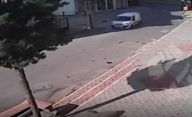 Bisikletli Çocuğa Araç Çarptı, Olay Güvenlik Kamerasına Yansıdı