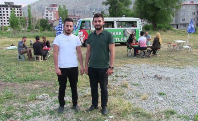 Kuzenler Gurbetten Döndü, Elbistan'da Köftecilik Yapıyorlar