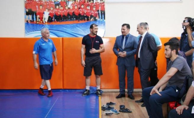 Vali Özkan, Batıpark Spor Kompleksinde İncelemelerde Bulundu