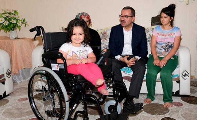 Büyükşehir'den İhtiyaç Sahiplerine 4 Adet Tekerlekli Sandalye