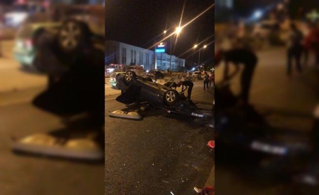 Takla Atan Otomobilde İki Kişi Yaralandı