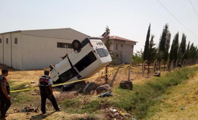 Ailesinden İzinsiz Aldığı Minibüsle Takla Attı: 1 Ölü, 4 Yaralı