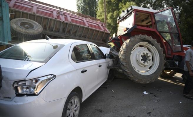 Kahramanmaraş'ta Otomobil Traktör Römorkuna Çarptı: 1 Yaralı