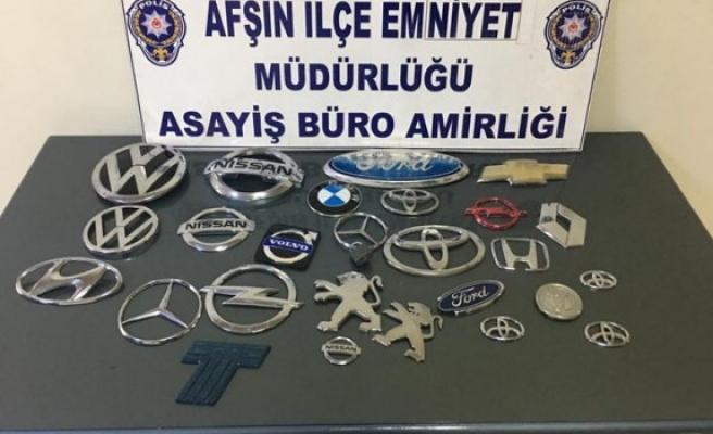 Afşin'de Otomobil Amblemleri Çalan 2 Şüpheli Yakalandı