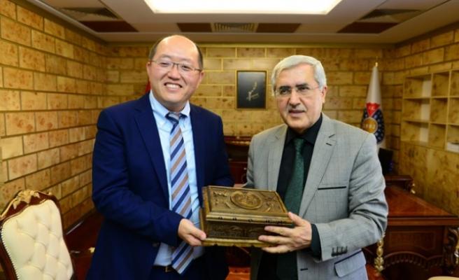 Çin Continental Hope Group CEO'sunun KSÜ Rektörü Can'a Ziyareti