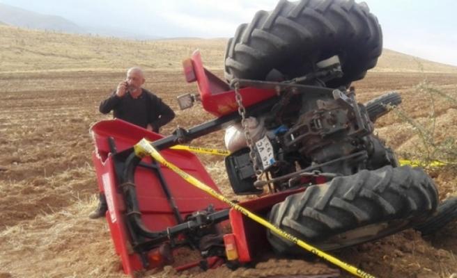 Devrilen Traktörün Altında Kalan Yaşlı Kadın Hayatını Kaybetti