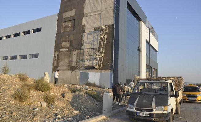 İnşaatta İskele Halatı Koptu 2 İşçi Yaralandı