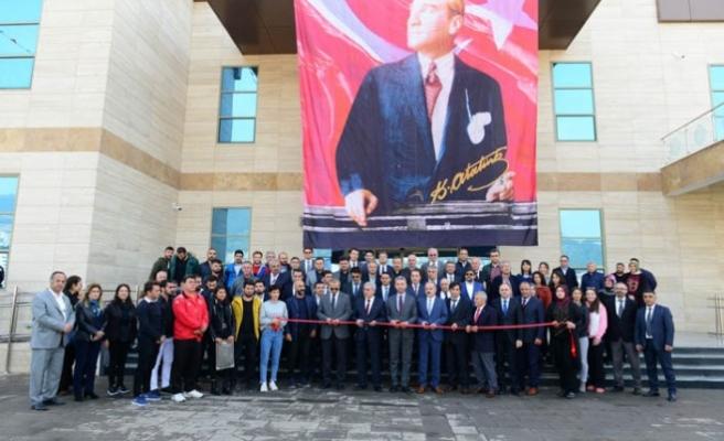 KSÜ Yarı Olimpik Kapalı Yüzme Havuzu Törenle Açıldı