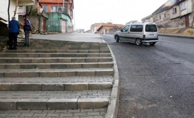 Büyükşehir Sokaklara Parke Döşemeye Devam Ediyor