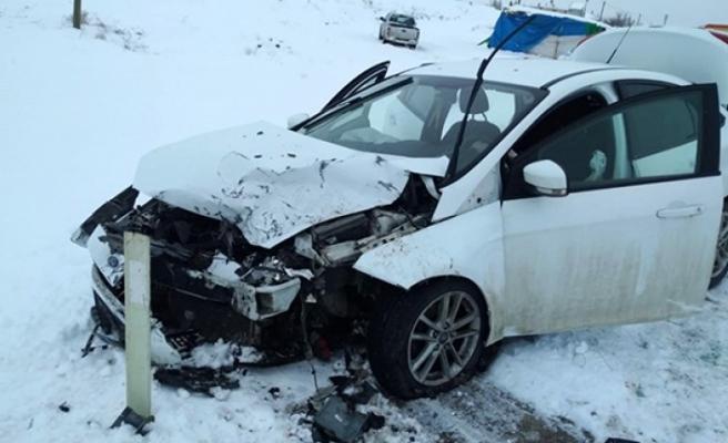 Afşin'de Otomobil İle Kamyonet Çarpıştı 5 Yaralı
