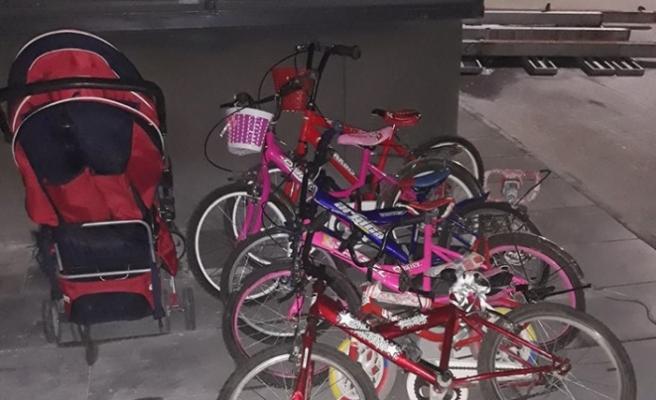Apartmanlardan Bebek Arabası Ve Çocuk Bisikleti Çalan Hırsız Tutuklandı