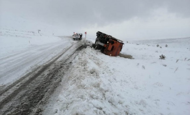 Kahramanmaraş'ta Kar Küreme Aracı Devrildi