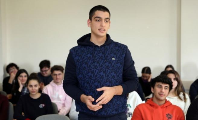 Sani Konukoğlu, Lise Son Sınıf Öğrencilere Tecrübelerini Aktardı