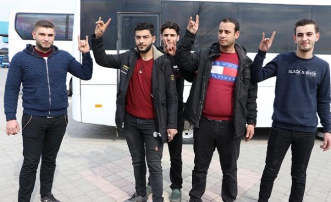Suriyeli Gençler Mehmetçiğe Destek İçin Yola Çıktı