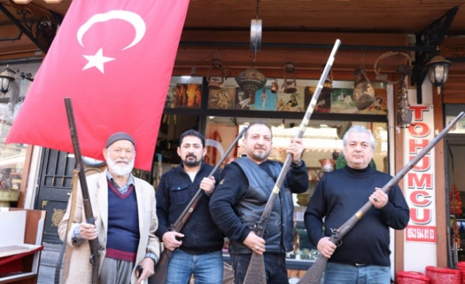 Mehmetçiğe Antika Silahlarla Destek