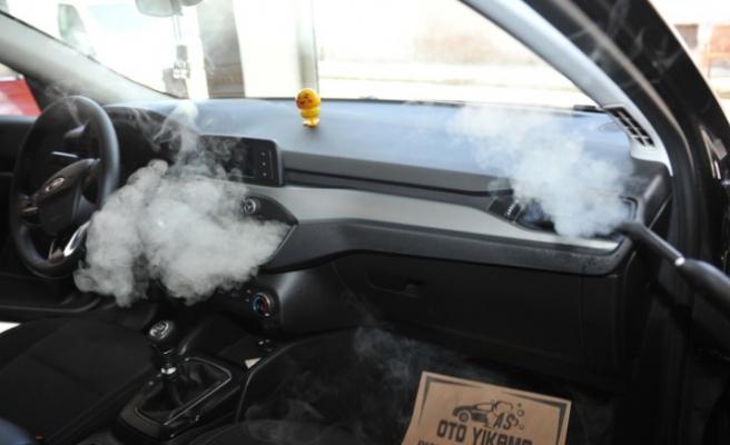 Otomobiller Dezenfekte Ediliyor